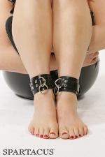 Bracelets de chevilles latex RubberLine : Bracelets de chevilles ajustables en latex, pourvues d'anneaux pour recevoir une attache ou un cadenas.